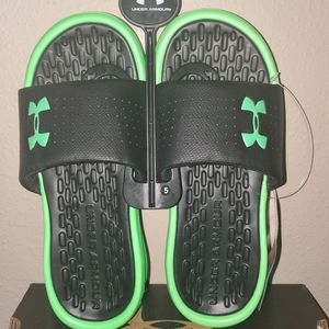 NWT Boys Under Armour slide sandals